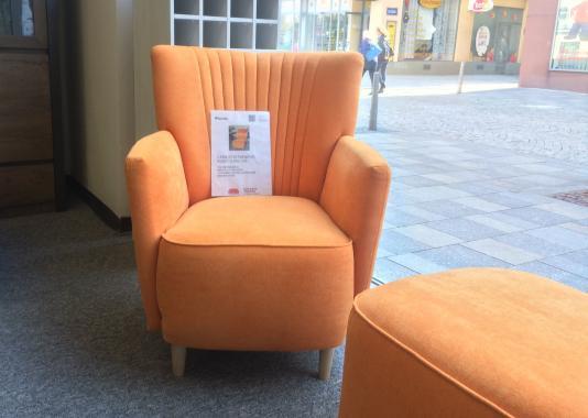 PICCOLO oranžové dizajnové kreslo + taburet v cene   VÝPREDAJ